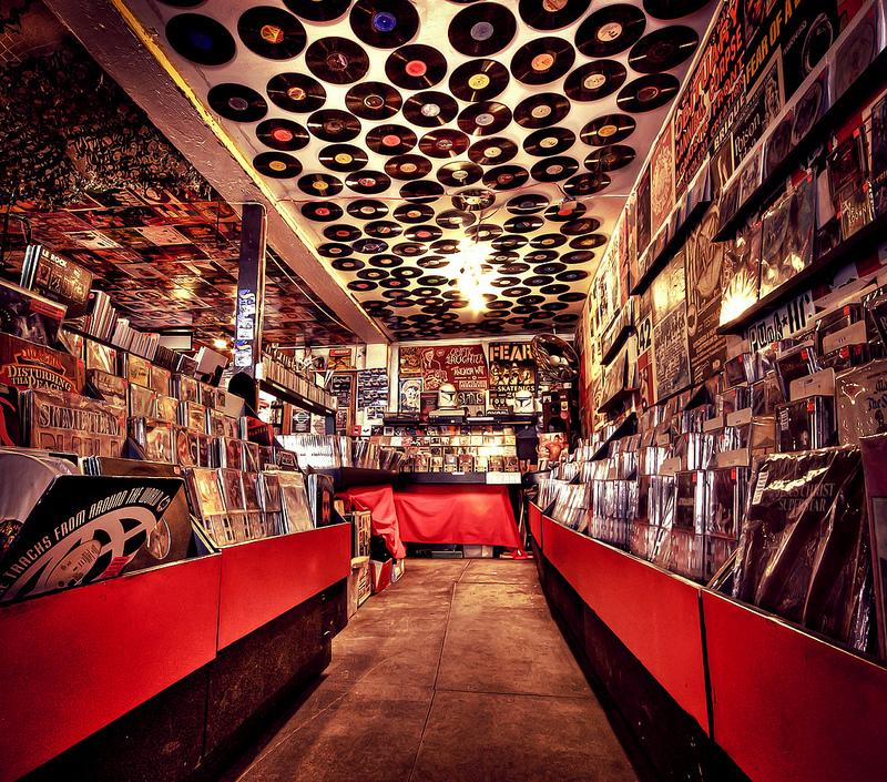 Negozi di dischi alla ricerca del vinile perfetto - Porta dischi vinile ...